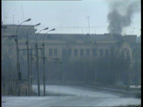 conflict chechnya grozny about to fall itn british general dzhakhar dudayev headquarters with smoke pouring out of it zoom in ditto - grosny stock-videos und b-roll-filmmaterial