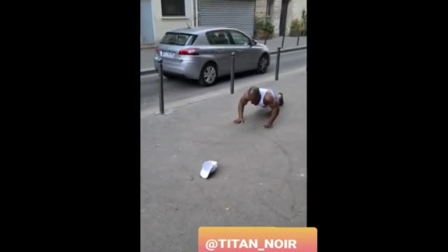 stockvideo's en b-roll-footage met check out this dude's freestyle pushup workout routine amazing - overige