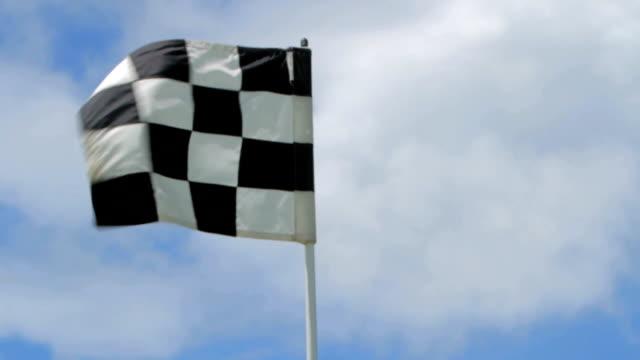 vídeos y material grabado en eventos de stock de bandera de cuadros - bandera de golf