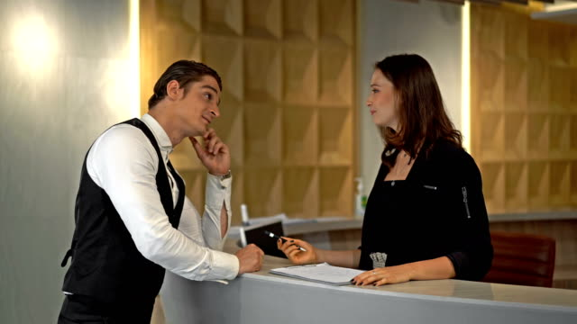check-in in hotel - ospite video stock e b–roll