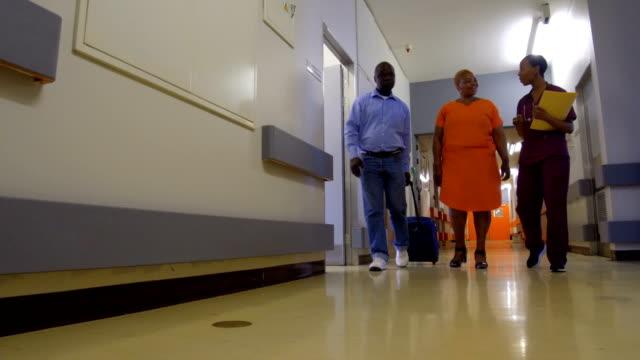 vidéos et rushes de vérifier pour l'hôpital - chemise