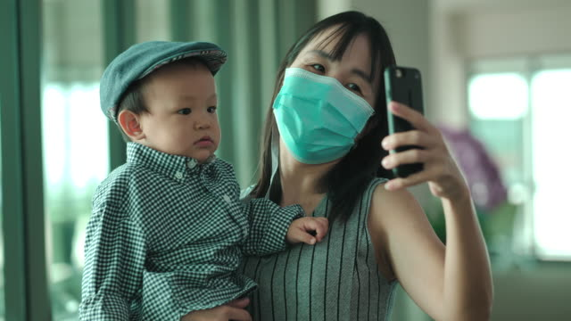 cheerful family taking a selfie at the airport - 6 11 months stock videos & royalty-free footage