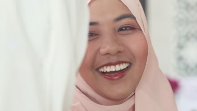 vidéos et rushes de femmes musulmanes gaies - moyen orient
