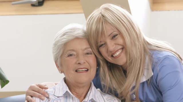 vídeos y material grabado en eventos de stock de hd: alegre personal de enfermería y mujer mayor - gente de tercera edad activa