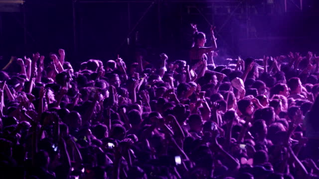 vídeos de stock e filmes b-roll de cheering crowd at a concert slo mo. - evento de entretenimento