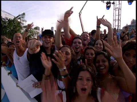 vídeos de stock, filmes e b-roll de cheering crowd at the 2005 mtv video music awards preshow no audio - 2005
