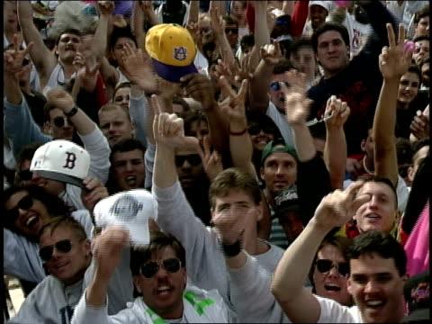 vídeos y material grabado en eventos de stock de cheering crowd footage of mtv spring break 1992 - material grabado en eventos