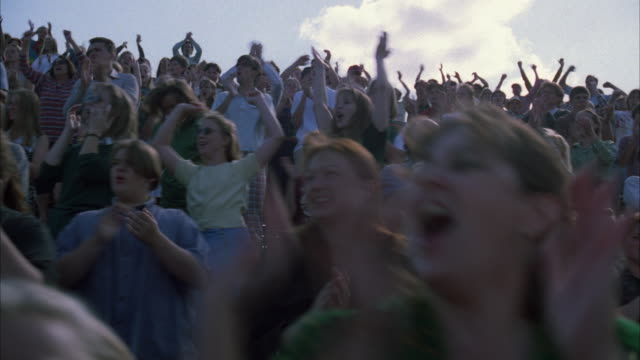 vidéos et rushes de ms la ds cheering crowd in bleachers - dolly shot