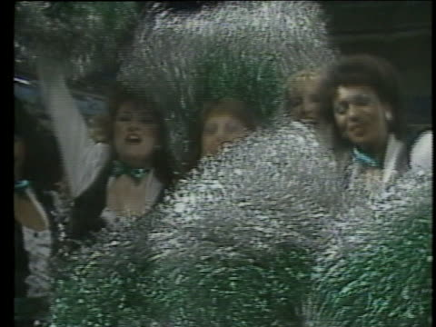 1983 ms cheerleaders cheering with pom poms for usfl team washington federals / usa - パフォーマンス点の映像素材/bロール