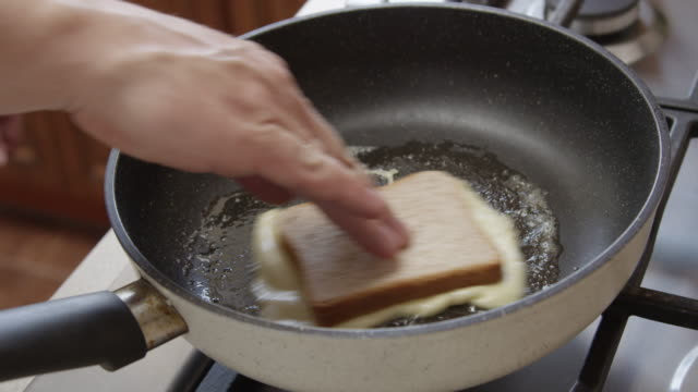 cheese and bread on a frying pan shot on red camera - チェダー点の映像素材/bロール