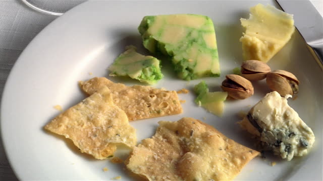CU PAN cheese and crackers on plate