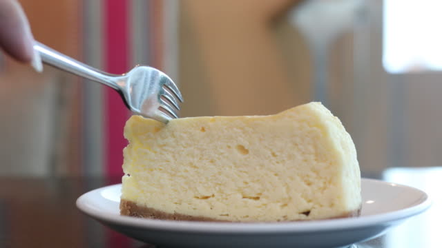 cheese cake with serving and cutting cake