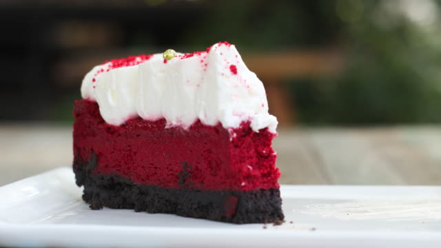 cheese cake with serving and cutting cake - red delicious stock videos & royalty-free footage