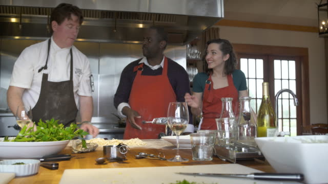 chef and his students working with a dough roller - mostrare video stock e b–roll