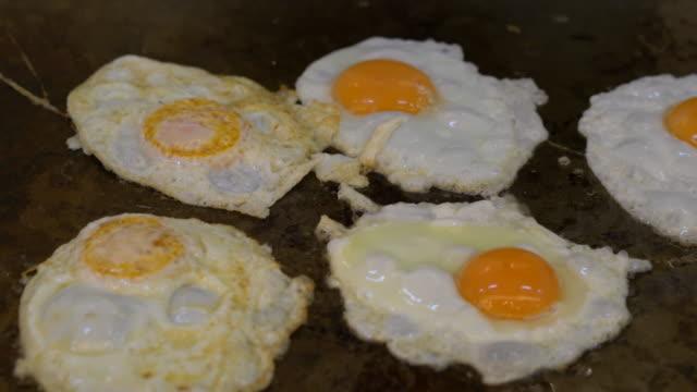 Koch Kochen Omelett Gruppe Omelett auf dem Ofen
