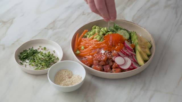 chef cooking poke bowl - crudo video stock e b–roll