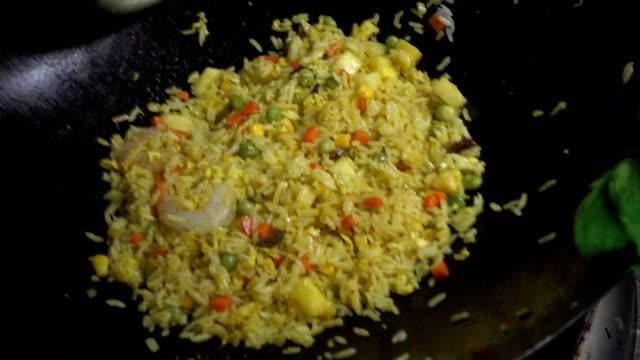 chef cooks chinese food - お玉点の映像素材/bロール