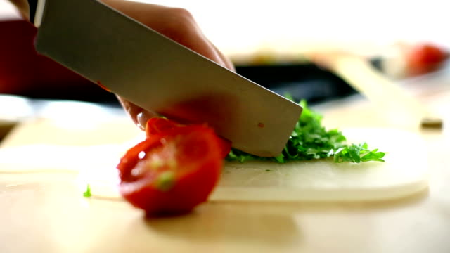 stockvideo's en b-roll-footage met chef copping tomatoes. - tomato