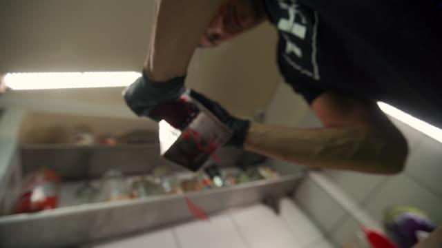 chef-gitterrüben - low angle view stock-videos und b-roll-filmmaterial