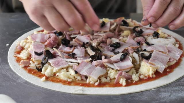 Chef Preparation pizza