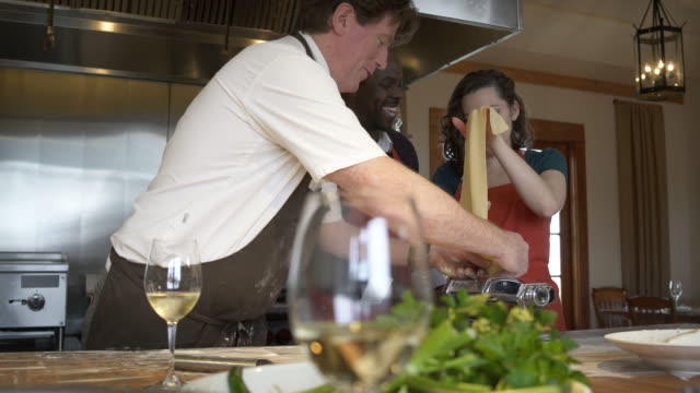 chef teaching students how to use a dough roller - whidbey island点の映像素材/bロール
