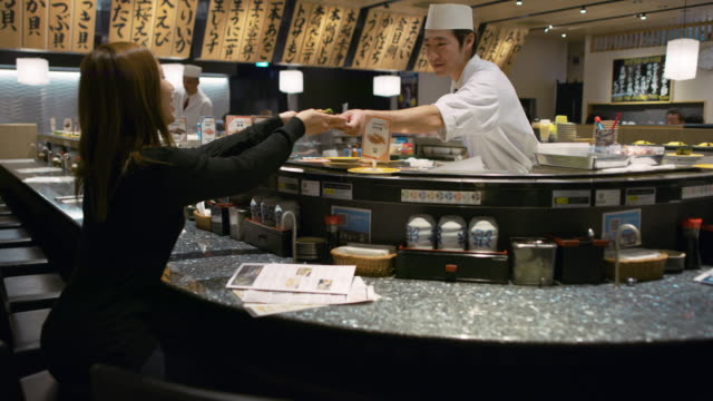 ws a chef works in a sushi restaurant / tokyo, japan - tradition stock videos & royalty-free footage
