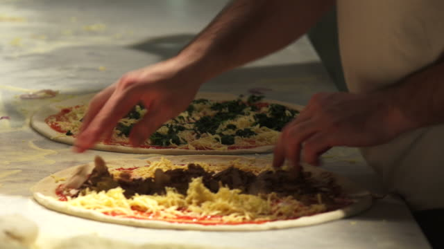 chefs preparing pizzas - geschwindigkeit stock videos & royalty-free footage