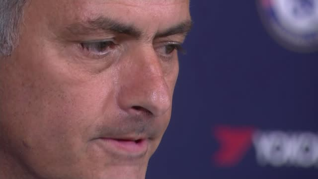 surrey cobham int close shot of jose mourinho as speaking at press conference - ジョゼ・モウリーニョ点の映像素材/bロール