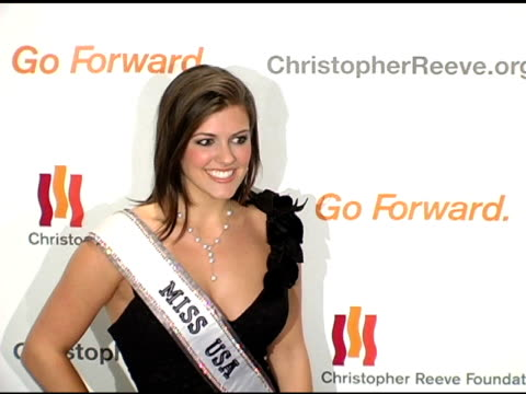 vídeos de stock, filmes e b-roll de chelsea cooley miss usa 2005 at the 'a magical evening' sponsored by the christopher reeve foundation at the mariott marquis in new york new york on... - rainha de beleza