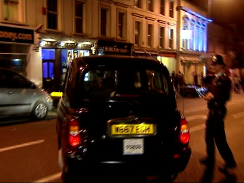 aftermath of jose mourinho replacement by avram grant ext / night jose mourinho away from stamford bridge stadium in back of taxi - chelsea f.c stock videos & royalty-free footage
