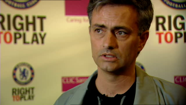 jose mourinho vows to see out his contract; england: london: int jose mourinho interview sot - the support peter kenyon was saying to you that the... - respect点の映像素材/bロール