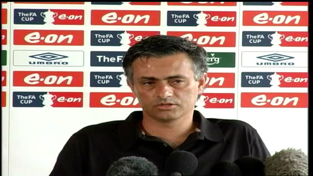 vídeos de stock, filmes e b-roll de mourinho and abramovich embrace in public after semifinal victory 1342007 london int jose mourinho press conference sot i want to stay at chelsea / i... - embrace