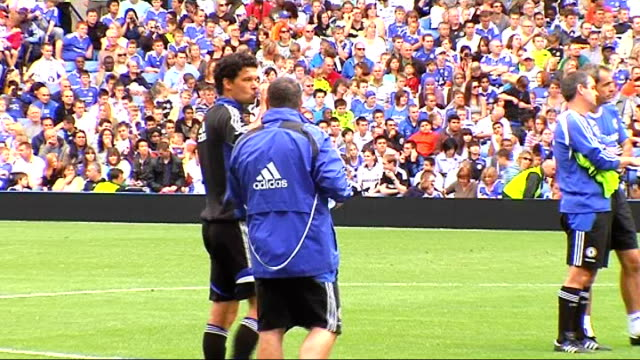 chelsea fc training chelsea players on pitch including deco malouda bridge wrightphillips closeup of wrightphillips training closeup of ballack... - chelsea f.c stock videos & royalty-free footage