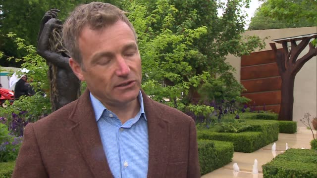 garden gvs and interviews; morgan stanley healthy cities garden chris beardshaw interview sot beardshaw along with reporter - chelsea flower show stock videos & royalty-free footage