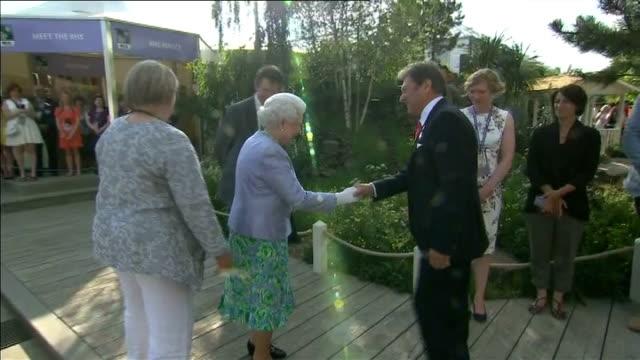 chelsea fringe gardens; england: london: chelsea: ext queen elizabeth ii greeting alan titchmarsh - alan titchmarsh stock videos & royalty-free footage