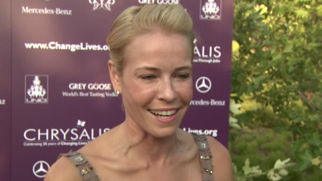 chelsea handler on being a part of the night the importance of giving back her advice for seth macfarlane as an mc at the 8th annual chrysalis... - 2009 bildbanksvideor och videomaterial från bakom kulisserna