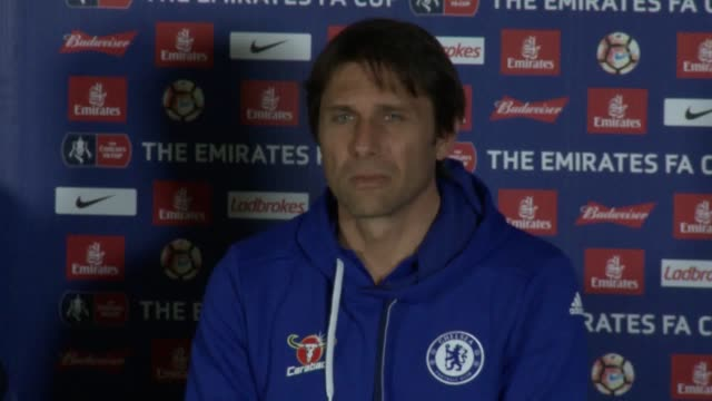 chelsea head coach antonio conte reckons it is time tottenham shed their underdog tag and rebuked mauricio pochettino for appearing to prepare an... - 準決勝点の映像素材/bロール