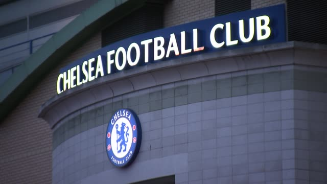 chelsea in talks with guus hiddink over manager role following jose mourinho sacking england london stamford bridge sign 'chelsea football club'... - スタンフォードブリッジ点の映像素材/bロール