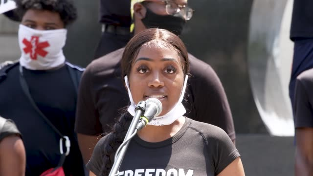 vidéos et rushes de chelsea miller - co-founded the advocacy group freedom march nyc. the event was organized by freedom march nyc a protest group civil rights... - non urban scene