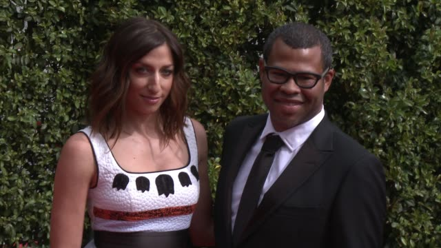 vídeos de stock e filmes b-roll de chelsea peretti and jordan peele at the 2015 creative arts emmy awards at microsoft theater on september 12, 2015 in los angeles, california. - microsoft theater los angeles