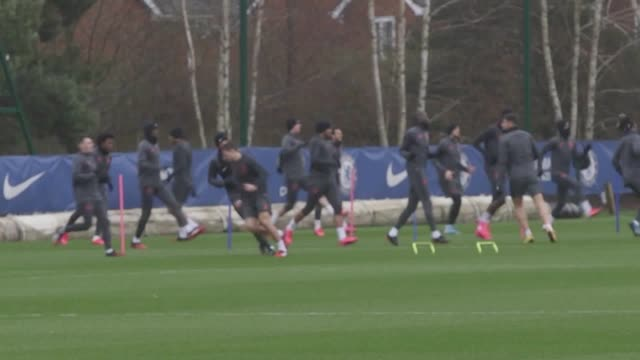 chelsea players practise at their training ground in cobham surrey ahead of their champions league tie against bayern munich at stamford bridge - チェルシーfc点の映像素材/bロール