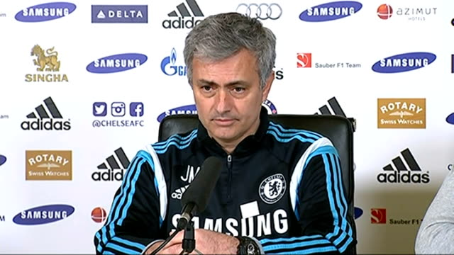 stockvideo's en b-roll-footage met jose mourinho says club is ashamed / fans suspended from matches england london int jose mourinho press conference sot felt ashamed when i knew what... - kensington en chelsea