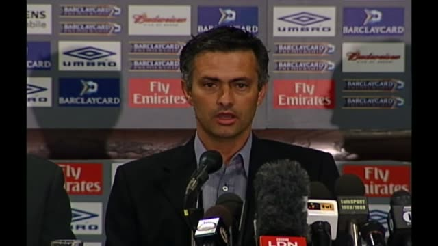 chelsea sack manager jose mourinho t02060470 photography *** jose mourinho press conference after being announced as chelsea manager sot i'm european... - ジョゼ・モウリーニョ点の映像素材/bロール