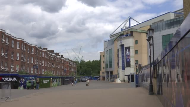 vídeos y material grabado en eventos de stock de stamford bridge general views; england: london: stamford bridge: ext stamford bridge general views / chelsea sign and badges / fans along outside... - vista general