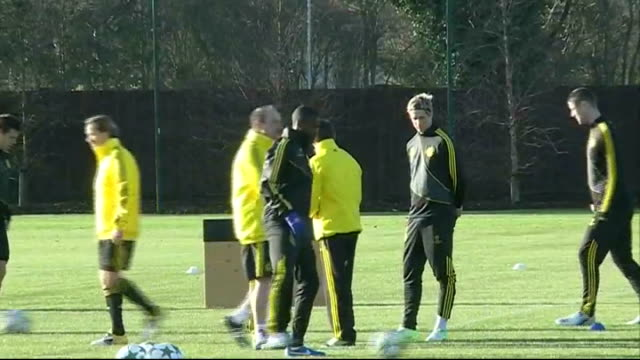surrey cobham ext chelsea players along and on to pitch / fernando torres along with others / rafa benitez along / players kicking ball during... - cobham surrey stock videos and b-roll footage