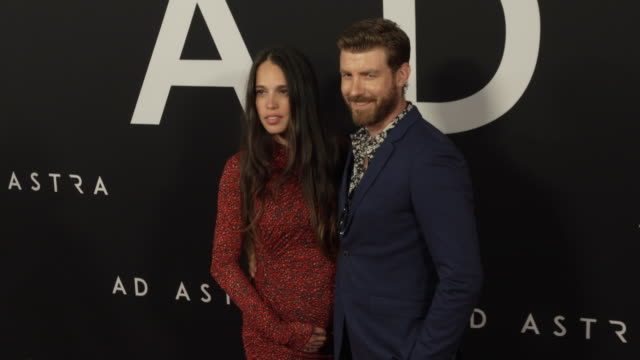 vídeos y material grabado en eventos de stock de chelsea tyler and jon foster at the ad astra special screening at arclight cinerama dome on september 18 2019 in hollywood california - cinerama dome hollywood