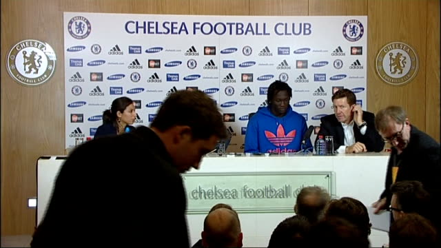 chelsea unveil new signings at press conference england surrey cobham int chelsea manager andre villasboas into room with new signings oriol romeu... - コブハム点の映像素材/bロール