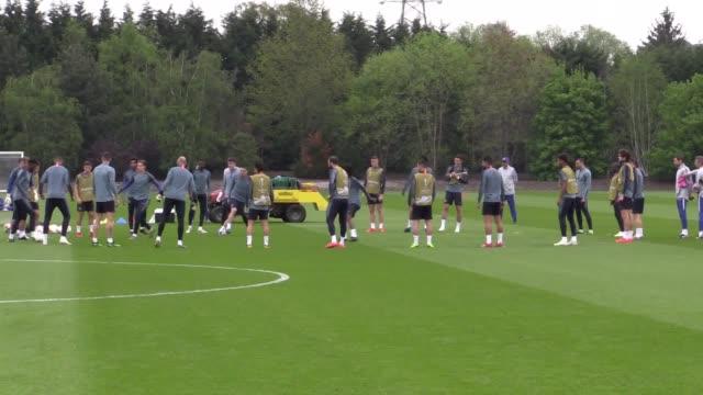 chelsea's squad train ahead of thursday's europa league semi final first leg at eintracht frankfurt - チェルシーfc点の映像素材/bロール