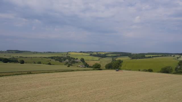 vídeos de stock, filmes e b-roll de cheltenham countryside, aerial view - cheltenham