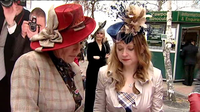 stockvideo's en b-roll-footage met cheltenham festival ladies day three horses have to be put down england gloucestershire cheltenham ext women dressed up for ladies day interior... - haarband